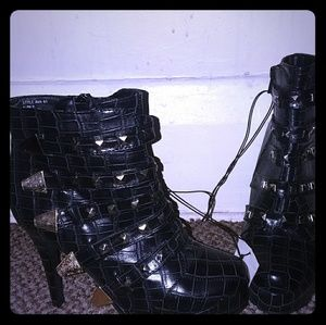 Size 7 Black and Gold High Heels
